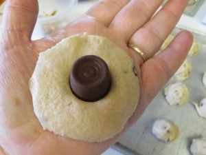 Chocloate Chip Caramel Cookies (6)